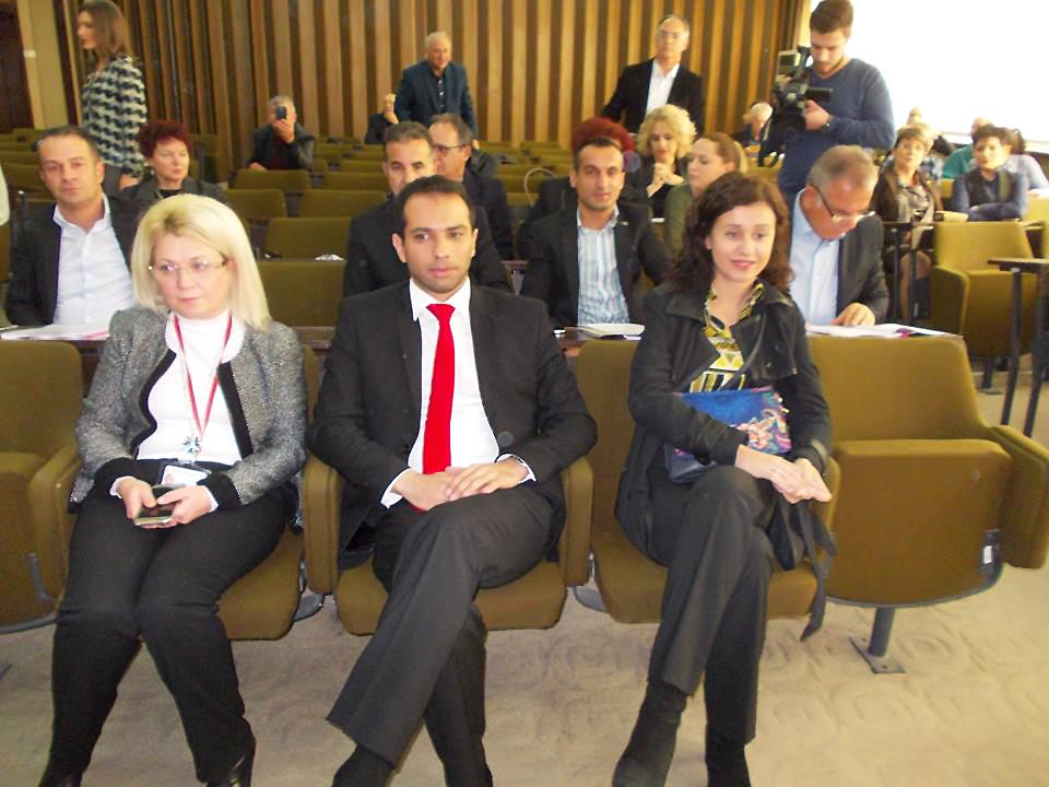 Под другата слика - На седницаата присуствуваше и градоначалникот Благој Бочварски