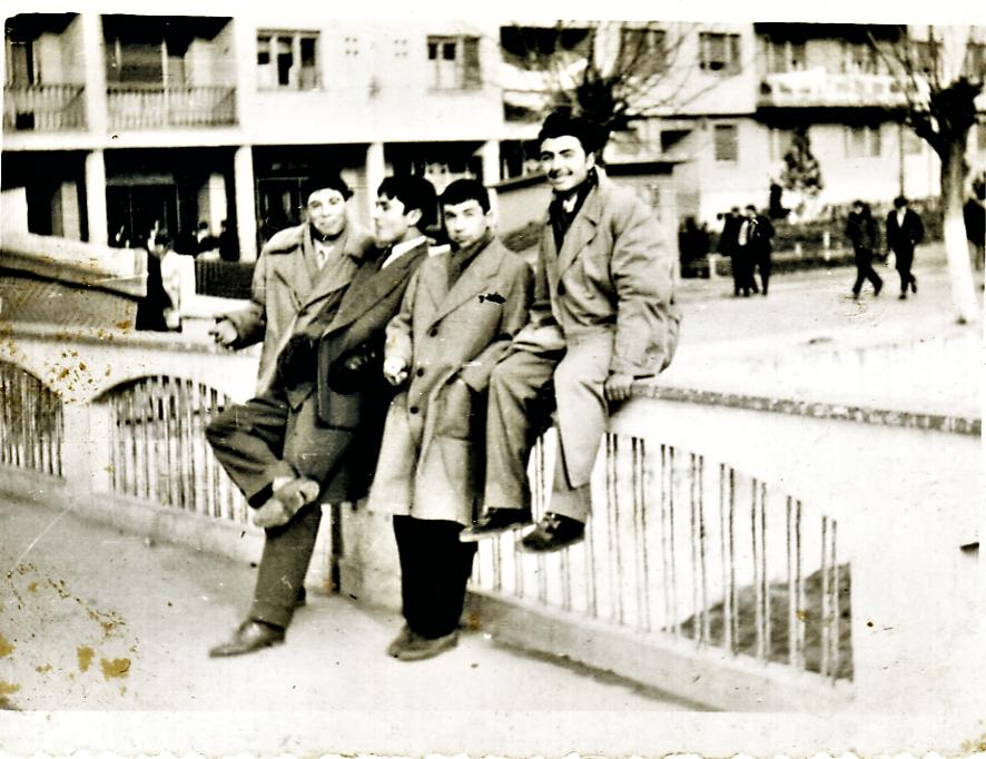 Едно од култните места на младите во Штип бил и стариот мост на реката Отиња - Штипските ерѓени седнати или потпрени на оградата од мостот некаде околу шеесетите години од минатиот век