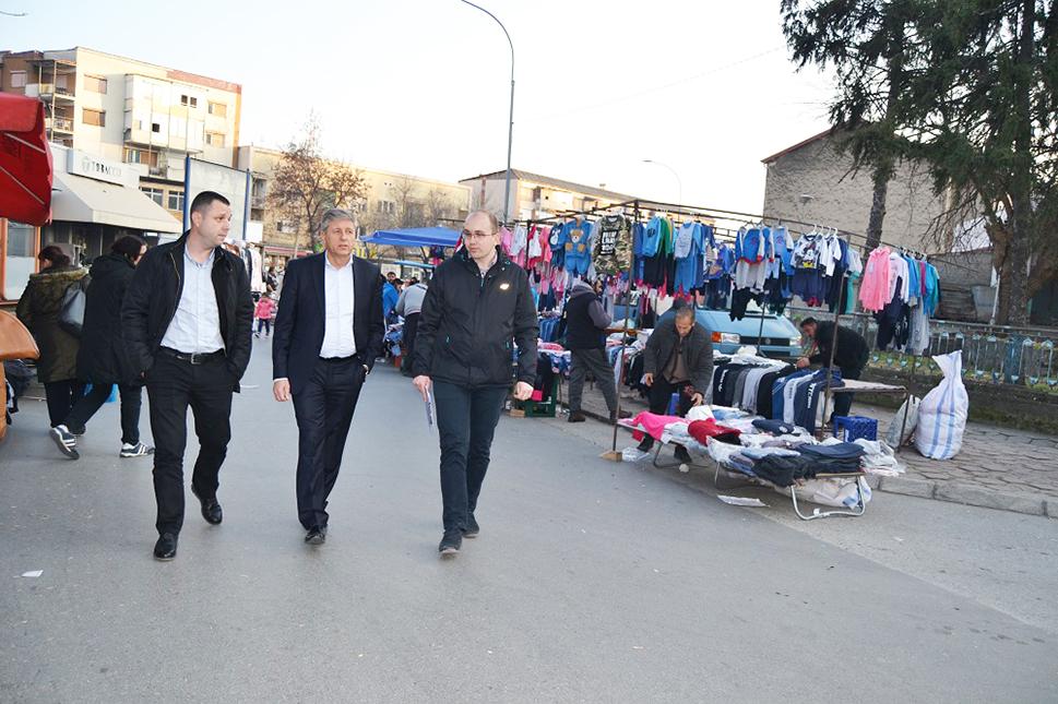 Илијев, Киров и Велков во инспекција на пазарот