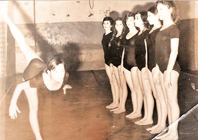 1974=75 - Женската екипа на ДТВ-Партизан Бети, Билјана Маџарова ,Стојка Неткова , Силвана Зафирова , Олгица Циклева  и Мима Манчевска ... вежба Славица Јованова