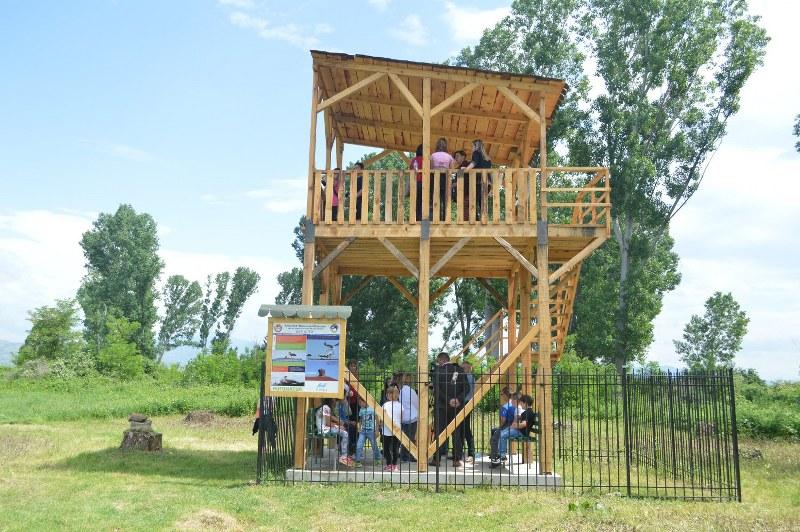 Набљудувачница покрај реката Злетовица