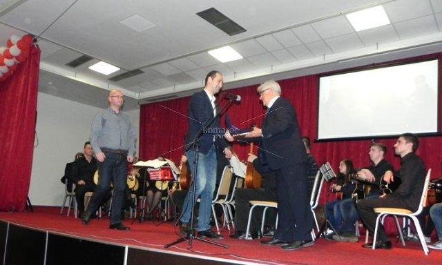 Д-р Николов доби признание од новинарите за најдоброто во регионот во областа на здравството