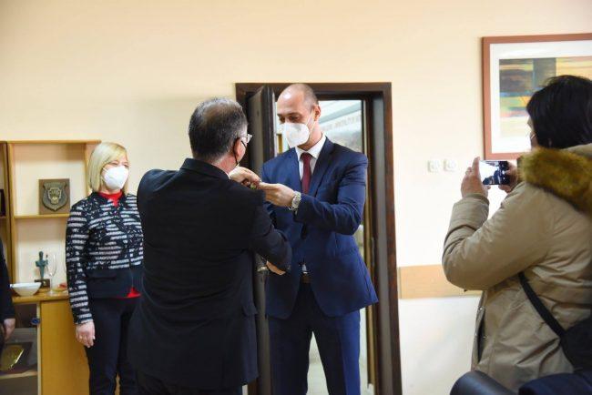 Со Јане Миланов, досегашен в.д.градоначалник на предавањето на функцијата