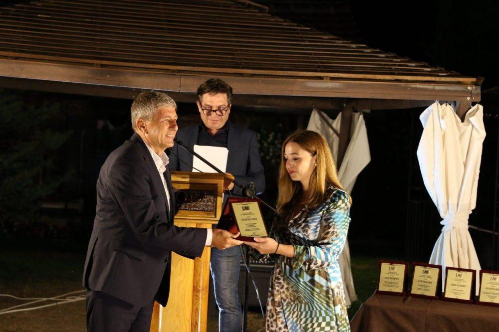 Градоначалникот Николчо Илијев го прима признанието за Пониква, најдоброто во туризмот за 2020 година